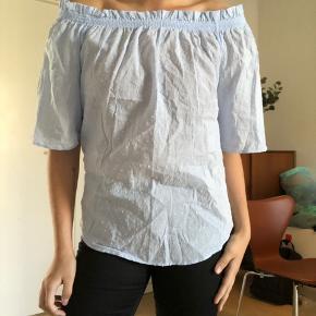 Fin skjorte/t-shirt!  Str: 42 men svarer til L/XL  Aldrig rigtig brugt 💖  Køber betaler fragt eller afhentes i Aarhus C   #30dayssellout