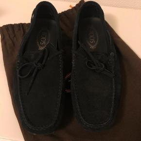 Sælger disse tod's loafers. Brugt et par gange. Kvittering og dustbag medfølger. Kom med et bud  Loafers Farve: Sort Oprindelig købspris: 2650 kr. Kvittering haves