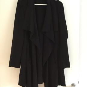 Super fin sommer jakke 😊 Nypris 600 kr kom med et bud. Har den også i kaki farvet. Pris for begge to 400 kr