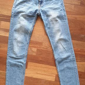 Weekday jeans, str 30/34. Brugt men i fin stand😊