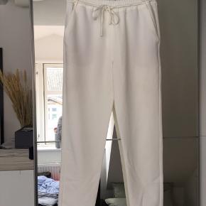 Fineste hvide bukser fra Mango. Sælges da jeg ikke får dem brugt