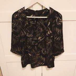 Sød bluse , med knapper i ryggen