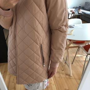 Jacket from Soya Concept. Brand new, still with tag on :). Colour is a mix between dusty rose / nude.