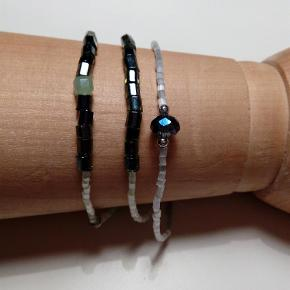 Varetype: Armbånd Størrelse: Onesize Farve: Multi Prisen angivet er inklusiv forsendelse.  Kom foråret i møde med disse smukke 3 perle armbånd . Alle 3 stk. 85 kr. Inklusiv porto :) Hold øje med min profil, flere vil blive uploadet.