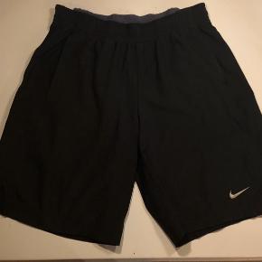 Super fede tennis shorts, brugt ganske lidt og fejler ikke noget,  Bytter ikke og fast pris