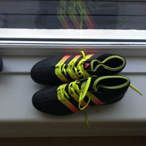 Nye fodboldstøvler 41 (lille rep v snører)