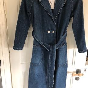 Helt ny og ubrugte ganni demin frakke med pris mærke. Passer både en xs og s