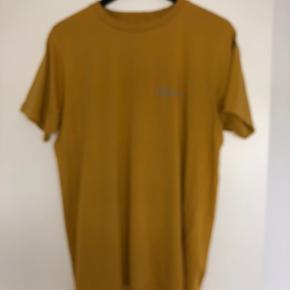 En rigtig fin t-shirt fra Newline Halo.   Den er stort set ikke brugt og maks brugt 5 gange og ingen tegn på slidmærker.  Købt i magasin i Aarhus.