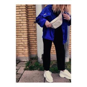 Astrid Olsen X nakd chunky hvide sneakers.  Brugt en gang (da billederne blev taget).  Størrelse 38.