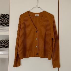 Sælger denne rustenfarvede cardigan fra Baum und pferdgarten:)