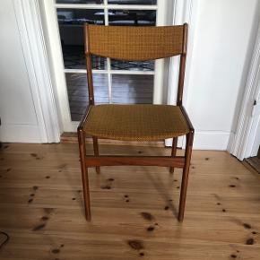 Flot spisebordsstol i teaktræ. Sælger 6stk. 450kr stykket.  Afhentes på Nørrebro