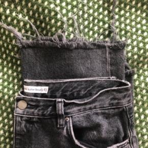 Dejligt par jeans fra & Other stories. I en størrelse 38/m spørg endelig efter flere billeder.