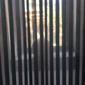 Flot bruseforhæng med turkise og transparente striber.