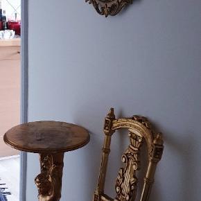 Ældre antik guld sæt (stol-bord)guldblad  spejl købt senere . Sælges samlet 3500 kr
