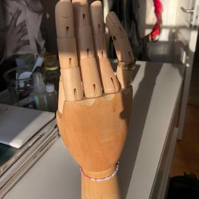 Hay hånd sælges  Ingen slid   Kan justeres, og bruges kan fx bruges til opbevaring af smykker  Np 300