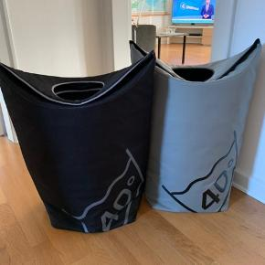 """2 smarte """"Zone"""" vasketøjskurve  Pæn stand   Begge 2 300 kr Sendes ikke - købes i Aarhus C"""