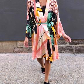 Stine Goya kimono  NATY kimono Stine Goya   Xs/s   Brugt omkring 3 gange. Fejler intet   Køber betaler porto