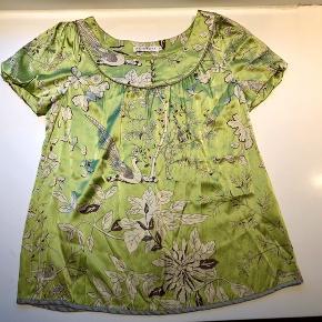 Rigtig fin silke tip fra By Groth med et flot mønster.