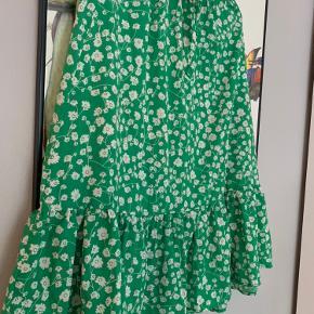 Sød nederdel fra Only som aldrig er blevet brugt. Der er elastik i taljen, så den kan passes af flere størrelser 🍏