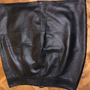 Læder nederdel