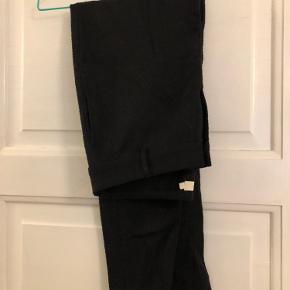 Mønstrede bukser i en mørkeblå farve