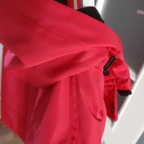 Lækker Ny vind og vandtæt jakke str xl. Overgangs jakke