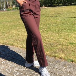 Super fede habit bukser fra na-kd i en small med et straight. Byd :)