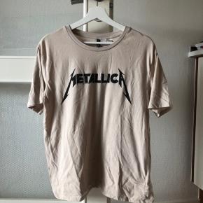 Fed Metallica T-shirt - styles godt med et par jeans eller en sort nederdel 👖