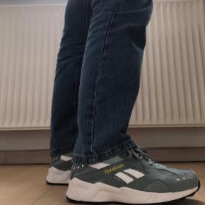 Sælger mine Reebok sko hvis det rigtige bud kommer. Har brugt dem maks tre gange og håber derfor at der er en anden der kan få mere glæde af dem.