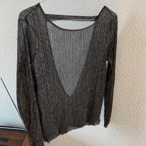 Glimmer trøje med lav ryg, købt i Samsøe&Samsøe