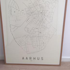 Pæn Aarhus plakat inklusiv ramme. Måler ca. 70x100 cm.