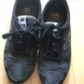 Sorte New Balance-sko 👟 Gode men brugte - heraf prisen 😉 Størrelse: 38,5 📏 Original pris: ca. 500 kr. 💰 Nu: 30 kr. 👌🏻 . #karolinesklædeskab