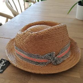 Accessorize hat & hue