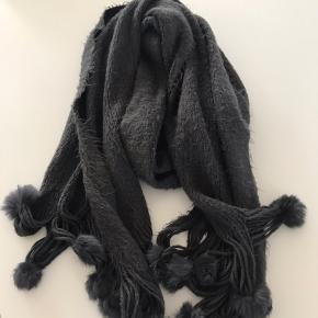 Meget lækkert og blødt halstørklæde . Ideelt hvis man ikke tåler uld. Tryk køb nu hvis du vil købe det 😊👍