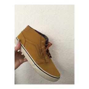 Karry farvede Vans sko i størrelse 38.