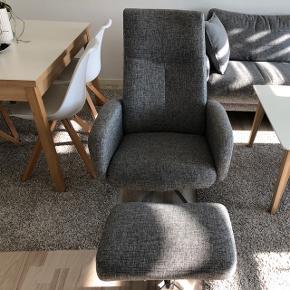 Lænestol og skammel til salg. Fejler intet. Jeg sælger møblerne, da jeg vil skabe mere plads i min lille stue  Førpris 2800 kr