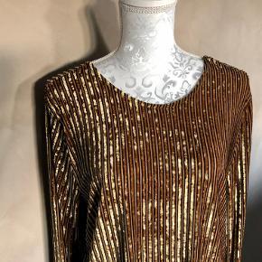 """Elegant """"guld"""" bluse fra Pieses  Aldrig brugt"""