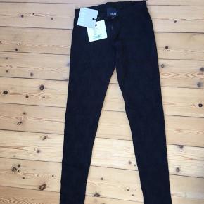 Blonde leggings/tights/gamacher  Jeg har to til salg: str small og medium  Pris pr stk: 150,-