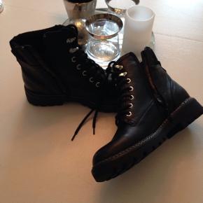 Nye støvler, str. 40, købt for små.