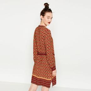 Sød sommer 'kjole' fra Zara, brugt højst 2 gange.   *Sender ikke, men køber må gerne hente i København*