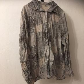 Smukkeste vintage skjorte i 100procent bomuld. Str m.  35kr, eller byd😀 Aarhus