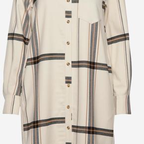 Super flot Aretha kjole sælges eller byttes til 38, da den er købt lidt for stor. Pris er pp og gebyr. Byttes helst !!  Ellers bud FRA 900 ++