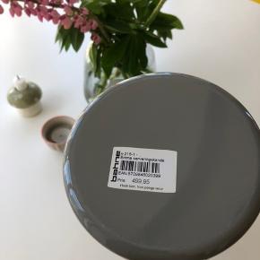 kande fra stelton i en grå farve 🤍 med tilhørende låg.  nypris 499 , stadig med mærke🐦