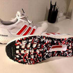 Adidas ULTRABOOST 4.0 Red Active, str. 46 Cloud White / Active Red / Chalk White Ubrugt, ny fra pakken. Sælges grundet fejlkøb i december 2019. Nypris 1399 kr.