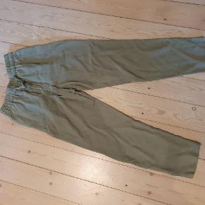 Synes de er en anelse for korte til mig, men virkelig flotte bukser, som aldrig har været brugt.