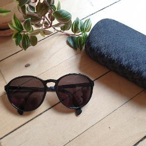 Timeless DIVA⚡⚡⚡ Elegant and stylish total black round sunglasses. No flaws,no scratches!!! Max Mara case (for some weird reason) and lens fabric to clean them up