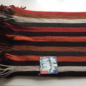 Brand: SymfoniVaretype: NYT Halstørklæde Størrelse: - Farve: Se billede Oprindelig købspris: 350 kr.  Flot NYT halstørklæde til mænd.  Mindsteprisen er kr. 150+Porto.  Jeg bytter ikke.
