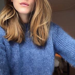Care by Me - Super lækker Mohair sweater i Atlantic Blue Colour.   Brugt maks 2 gange.   Nypris: 3499  Størrelse L, men fitter også en M. Kan også gå til en S, hvis det er man godt kan lide det lidt oversized. Jeg er en S/M.  🚫 BYTTER IKKE 🚫