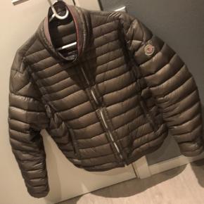 Skriv privat for mere info trader os til en anden moncler jakke fitter 175-185