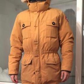 BYYDDD!!!!  Jeg har denne Canada goose jakke, som jeg ikke får brugt.  Den er lige knap 2 år gammel, og kun brugt i vinterperioden selvfølgelig.  Ny pris var 5.500kr i butler i Aalborg.   Kom med et realistisk bud så burde jeg være til at kunne forhandle med 😊👍.   Skambud ignoreres !